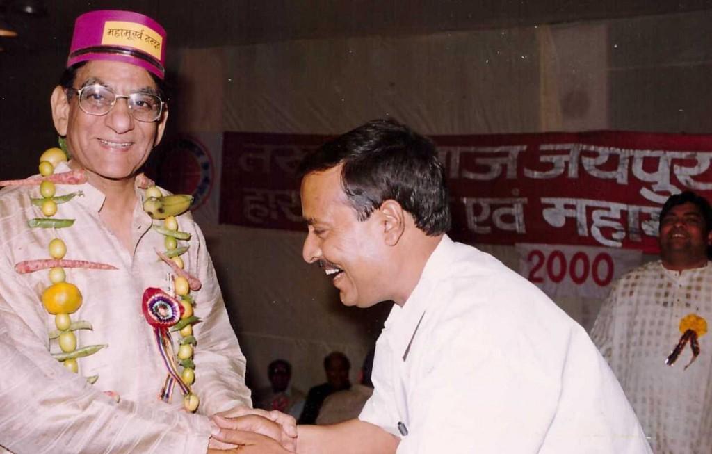 Alhad Bikaneri on Maha Moorkh Kavisammelan Jaipur Stage Year 2000